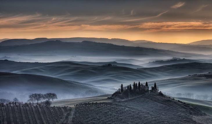 Nascer do sol dourado - Toscana-Itália