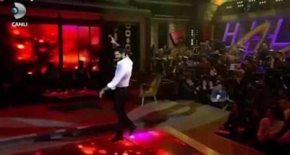 Ο Κεμάλ του «Καρά Σεβντά» χόρεψε υπό τους ήχους του ζεϊμπέκικου της Ευδοκίας – ΒΙΝΤΕΟ