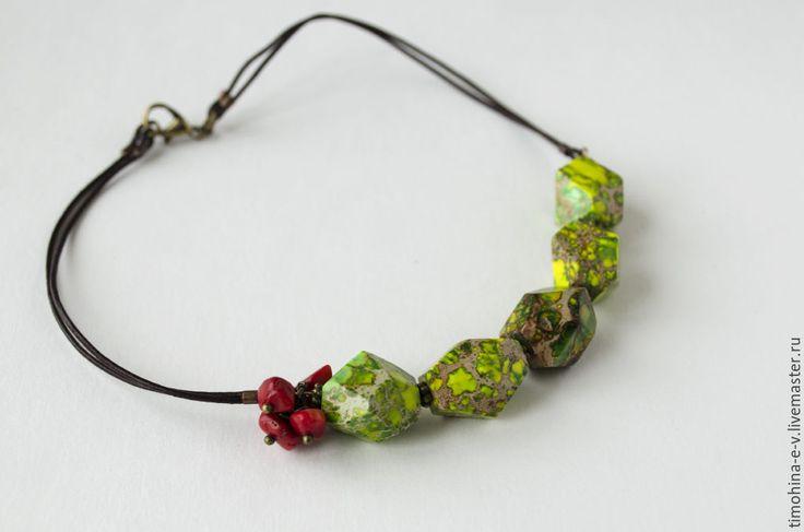 Купить Колье из натуральных камнеей - ярко-зелёный, натуральные камни, варисцит натуральный, коралл