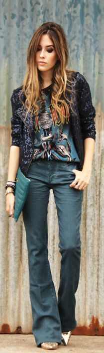 style / stylish outfit / chic women /night / night out / basic look / t-shirt / sparhle jacket / chic and modern women / clutch