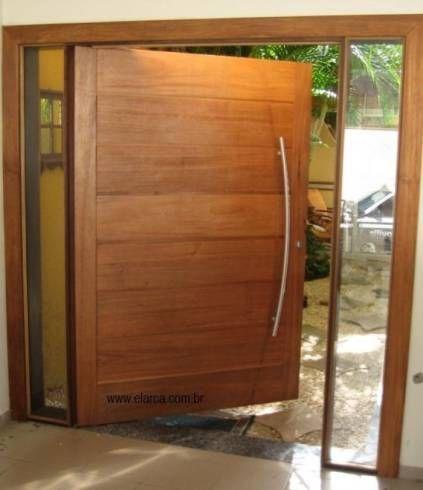 Puxador curvo para porta pivotante