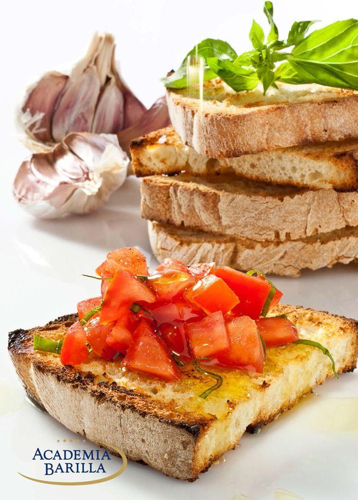 Italiaanse Bruschetta: Recept: Ingrediënten: 2 tomaten, 1 teentje knoflook, 1 eetlepel olijfolie, 1 ciabatta, 4 blaadjes basilicum Snijdt de tomaten in blokjes, knoflook pellen en boven een kom uitpersen, vervolgens de knoflook en de olie door elkaar roeren. Het Italiaanse brood snijden en in de broodrooster of in de oven roosteren. Plakjes ciabatta dun bestrijken met de knoflookolie en de tomatenblokjes erop leggen. Basilicumblaadjes in drieën scheuren en bruschetta ermee garneren.