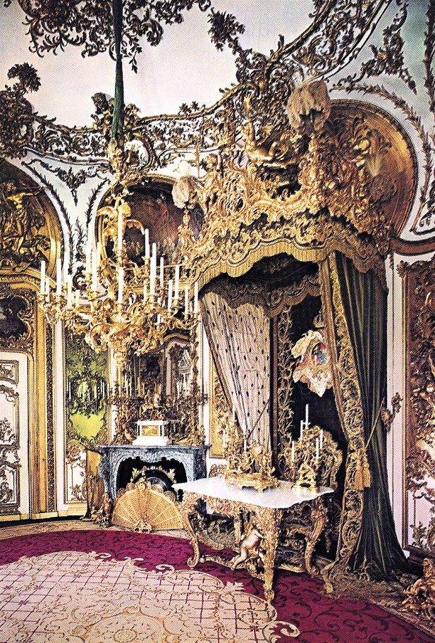 95 best baroque rococo furniture images on pinterest for Baroque vs rococo
