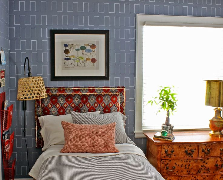 GORGEOUS SHINY THINGS: Weekend Project- DIY Upholstered Headboard with Nailhead Trim