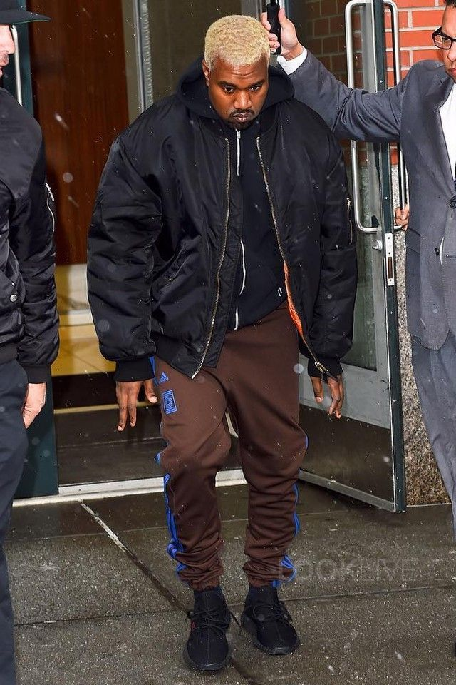 Kanye West Wearing Adidas Yeezy Season 4 Calabasas Sweatpants Raf Simons 05 Curriculum Anniversary Bomber Ja Kanye West Outfits Yeezy Boost 350 Outfit Fashion