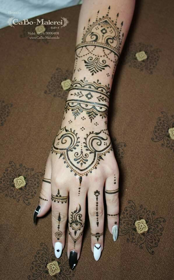 Henna Tattoo Hand Berlin