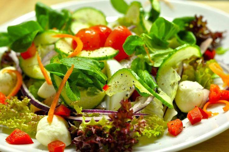 Salatsauce für Ihren FRÜHLINGSSALAT:  Zutaten: Senf, Essig, 1-2 EL Wasser und Honig verrühren. Mit Salz und Pfeffer würzen. - Das Salatdressing mit Senf hat ein tolles, frisches Aroma und ist sehr vielseitig: Deshalb gleich etwas mehr anrühren es hält sich im Kühlschrank etwa 3 Tage. (Mit etwas Joghurt angemacht auch gut zum dippen von Gemüsesticks)  Weitere Ernährungstipps erhalten Sie von Ihrem HYPOXI-Coach.  #frühling #hypoxi #salatsauce #gesundeernährung #ernährung #hypoxicoach #dip…