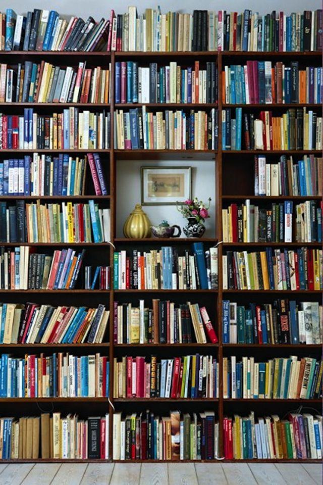 Likte ideen med å plassere bilde midt i bokhylla.