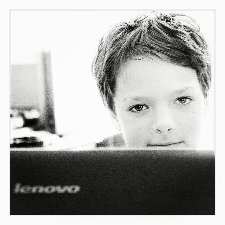 Boy pc computer portret
