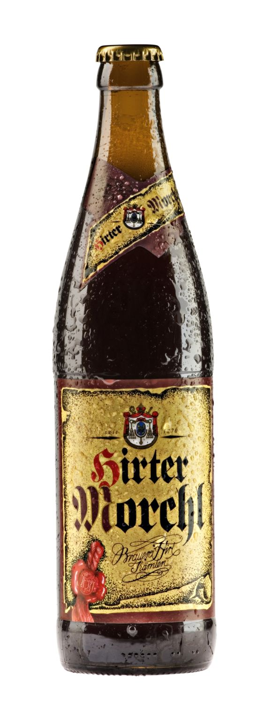 La Hirter Morchl è davvero unica e diversa dalle altre birre scure non solo come marca ma anche nella fabbricazione.È prodotta ancora con il malto scuro, il luppolo e il malto caramellato da cui prende il suo tipico colore scuro. La Hirter Morchl ha una lunga maturazione e quindi è completamente naturale.Come per tutte le specialità Hirter, l'acqua dolce utilizzata proviene dalle sorgenti montane di una zona protetta che si trova proprio di fronte al birrificio.La Hirter Morchl è OGM free…