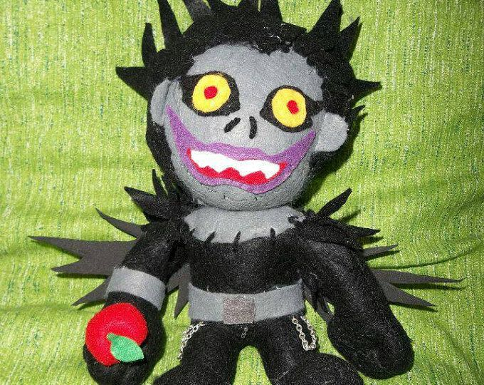 Plush ryuk of death note, a black shinigami. Plush tall 20 cm. Phush is handmade whig felt, foam,Woolf andò Fabrice color. If you want a personalized plush send me a message.