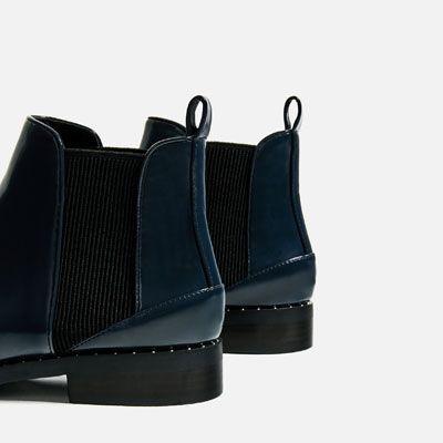 PLATTE ENKELLAARSJES MET STUDS-Laarzen En Sneakers-SCHOENEN-DAMES-UITVERKOOP | ZARA Nederland