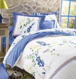 Un #bouquet de fraîcheur pour votre chambre ! Collection Campagne sauvage by Francoise Saget. #fleurs #chambre #campagne #bleu #lit #drap #champêtre