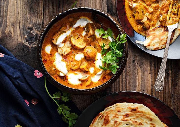 Mushroom Pasanda Recipe (Butter Fried Mushrooms in Tomato Almonds and Cream Gravy)