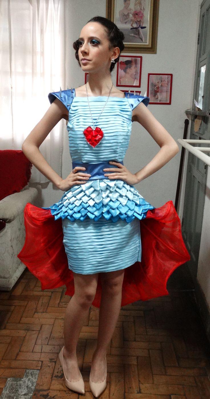 Vestido feito para o curso de Design do UNIFATEA, desfile de moda sob os temas: Contrastes e Seres mágicos- Dragão. Df 2016 - 1° lugar