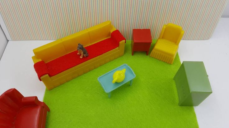 Marx Living room 6 Piece Furniture Yellow Green red Dollhouse Traditional Style hard Plastic