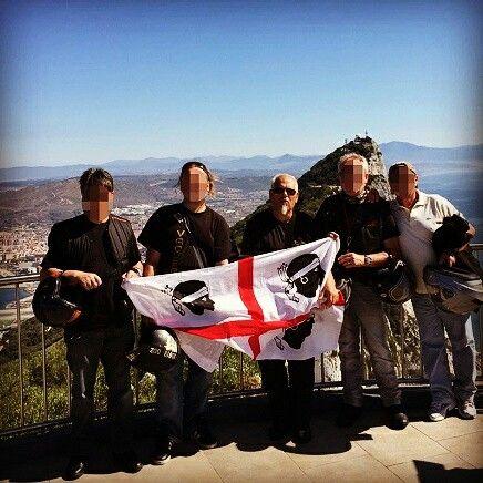 #quattromori #sardegna #bandierasarda La bandiera sarda sventola sulla Rocca di Gibilterra - Spagna