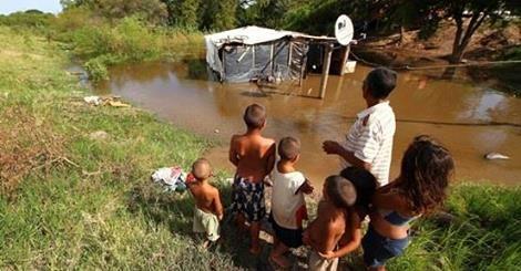 RS Notícias: Inundações deixam dois mortos e 20 mil desabrigado...
