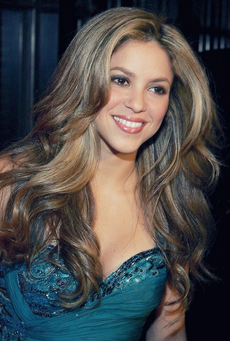 Shakira - I don't normally pin people just for kicks but I think she is beautiful - it's her Latin ness I know
