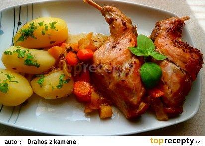 Králík pečený v kořenové zelenině recept - TopRecepty.cz