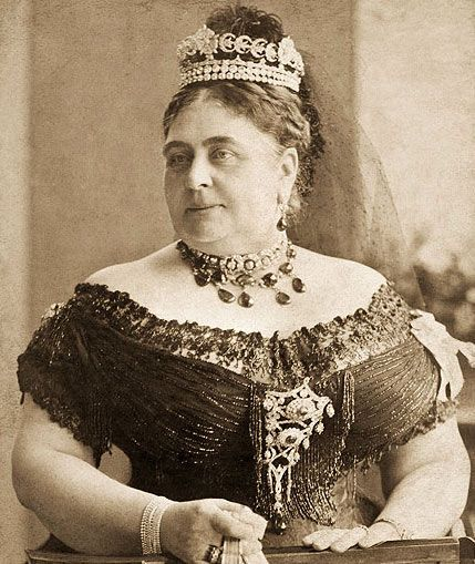 Princess Mary Adelaide, the Duchess of Teck. Cousin to Queen Victoria, mother to Queen Mary, great-grandmother to the current Queen. Love the tiara.