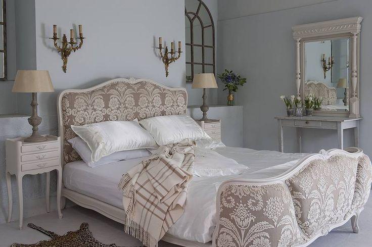 12 besten antike betten bilder auf pinterest jahrhundert. Black Bedroom Furniture Sets. Home Design Ideas