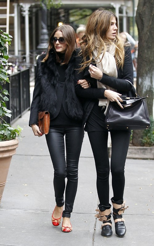 Olivia: Oliviapalermo, Friends, All Black, Street Style, Outfit, Olivia Palermo, Leather Legs, Leather Pants, Fur Vest