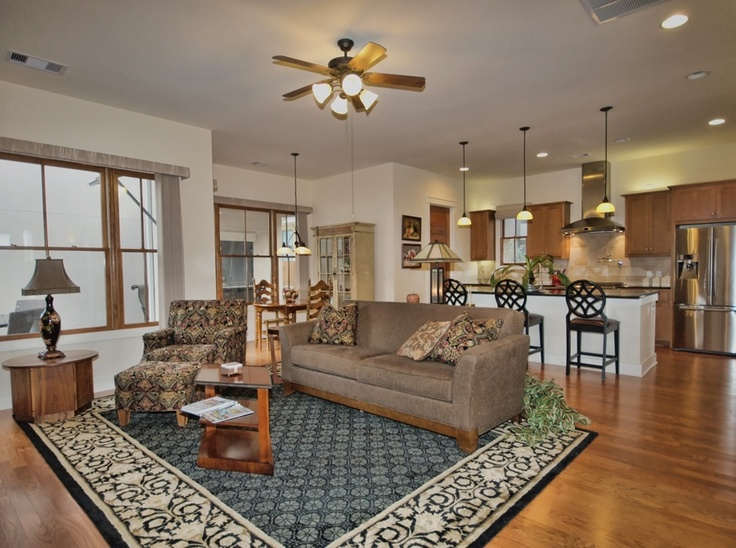 STREETMAN HOME WITH GARAGE APARTMENT Mueller Austin Real