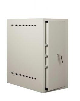 Computerkluis    PC's zijn gewilde objecten bij dieven. Met de MLP computersafe beschermt u uw kostbare data tegen ontvreemding. De MLP is voorzien van ruim voldoende ventilatieopeningen, tevens is voorzien in openingen t.b.v. de doorvoer van de noodzakelijke kabels. De serversafe MLP is afsluitbaar middels een dubbelbaards sleutelslot.