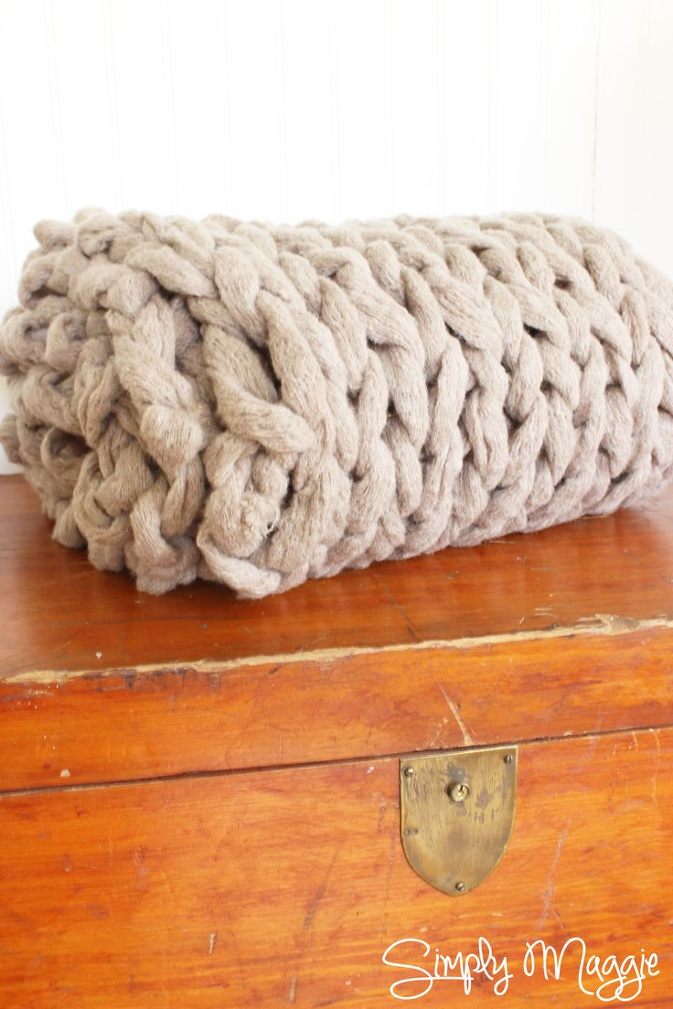 how to arm knit a blanket in 45 minutes crafty goodness and tricks. Black Bedroom Furniture Sets. Home Design Ideas