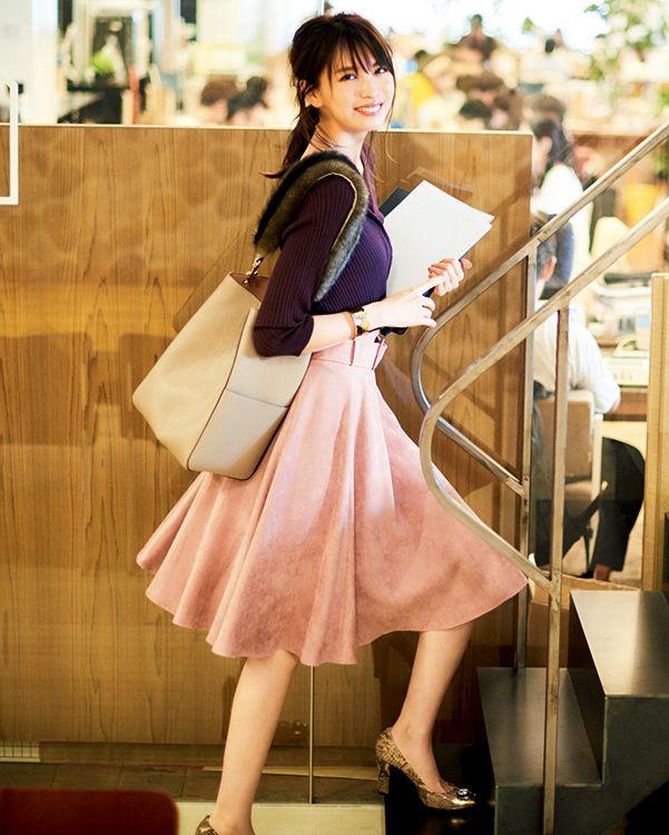 【毎日コーデ】会社で可愛がられるくすみピンク!華やかOLの通勤コーデ