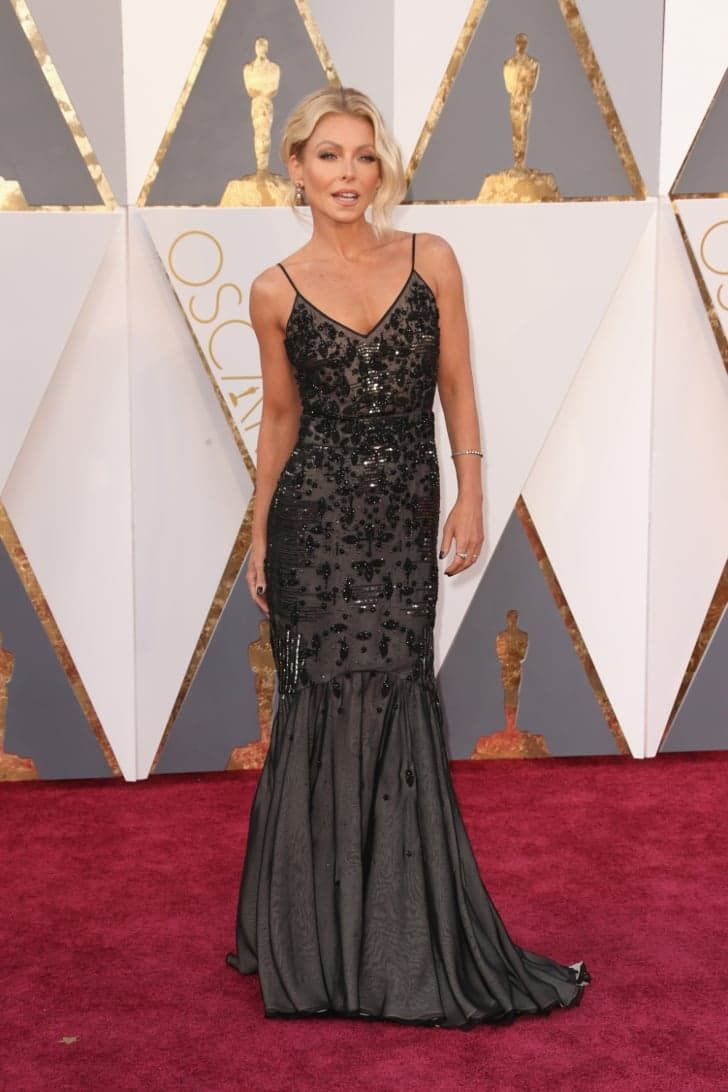 Pin for Later: Seht alle Stars auf dem roten Teppich der Oscars Kelly Ripa in Dennis Basso