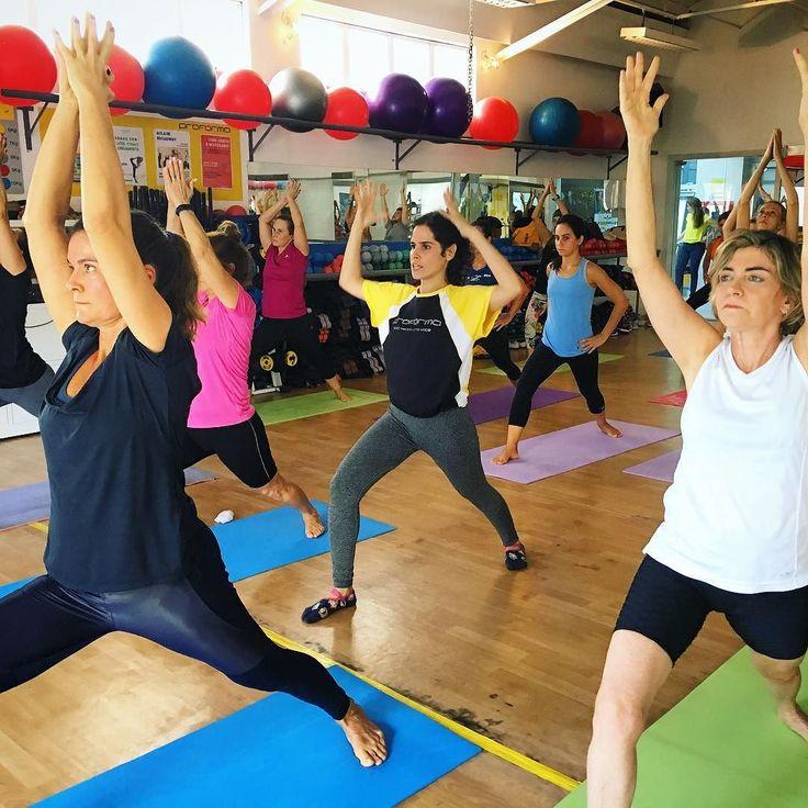 Professora Simone Nigri. Aulão de Yoga do Sábado Zen da Proforma Leblon que aconteceu no dia 1 de abril.  Aula com as professoras Lia Caldas (euzinha ) Simone Zonenschain e Simone Nigri com sorteio de brindes e café da manhã no final da aula  #LiaCaldasYoga #Yoga #VemPraProforma #Proforma #YogaLife #YogaLifestyle #YogaLove #YogaInspiration #YogaEveryday #Yogini #YogaTeacherLife #HathaYoga #Vinyasa #YinYangVinyasa