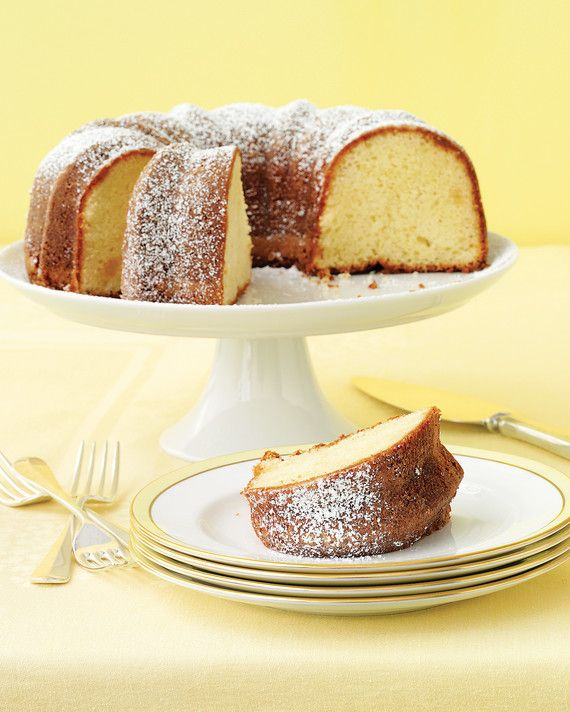 Just a dusting of confectioner's sugar is all that's needed to set off this Bundt's good looks.