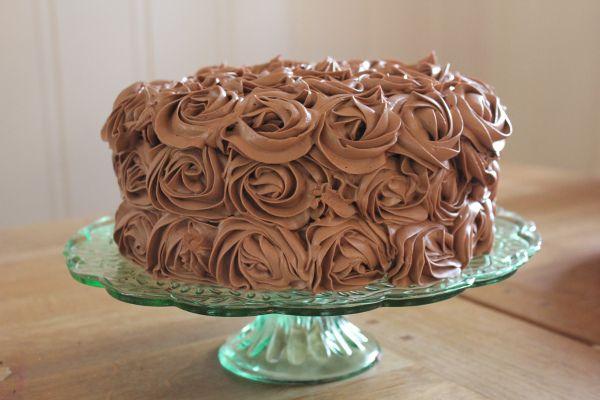 Sjokoladekake med bringebærmousse og melkesjokoladefrosting (Fredrik Solbakk Andersen)