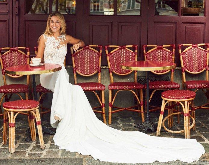 Blogger Caroline Bassac from Beaute Active models Pronovias gown for #pronoviasitbrides | http://www.lovemydress.net/blog/2017/02/2017-pronovias-it-bride.html