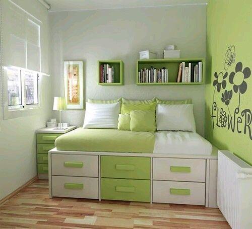 Кровать на подиуме, горизонтальный шкаф по сути