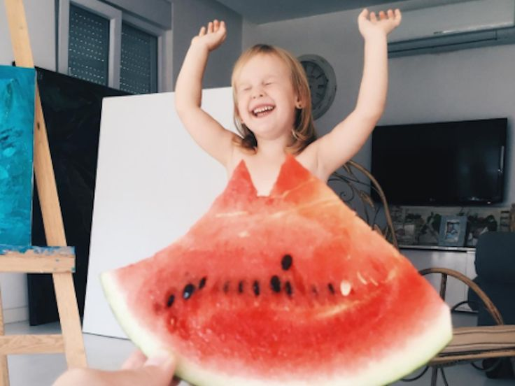 "A mom uses watermelons to make 'outfits' for her daughter — and the internet loves her for it - The INSIDER Summary  Watermelon ""dresses"" are all over the internet right now, but one mom beat the trend.  Ayla Chaglar uses food and plants in the foreground of pictures to create the apppearance of outfits for her daughter.  Chaglar documents the pictures on Instagram — and people love her account.  Watermelon dresses might be going viral, but according to Bored Panda , one mom in Turkey was…"