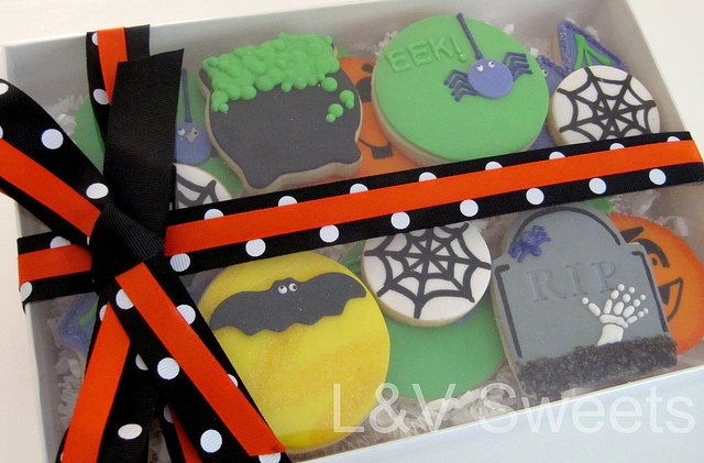 Halloween Gift Box by L sweets, via Flickr