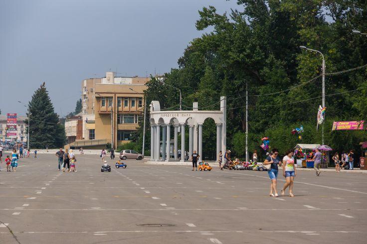 Площадь и вход в городской парк