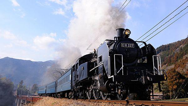 静岡県 大井川鐡道 旅情緒あふれるSL(蒸気機関車)で、のどかな沿線風景や奥大井の自然を巡ることが出来る。湖の上につくられた不思議な「奥大井湖上駅」など、見所も満載。