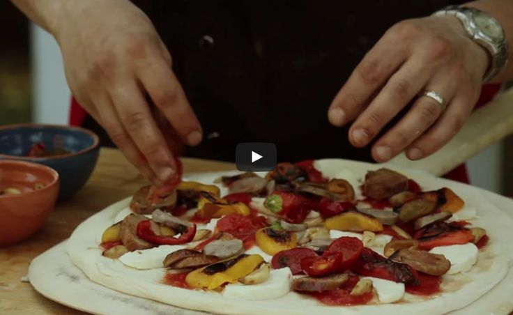 How to Make a Sausage & Pepper Pizza
