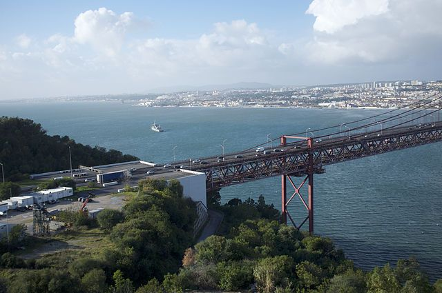 Puente 25 de abril sobre el río Tajo, en Lisboa