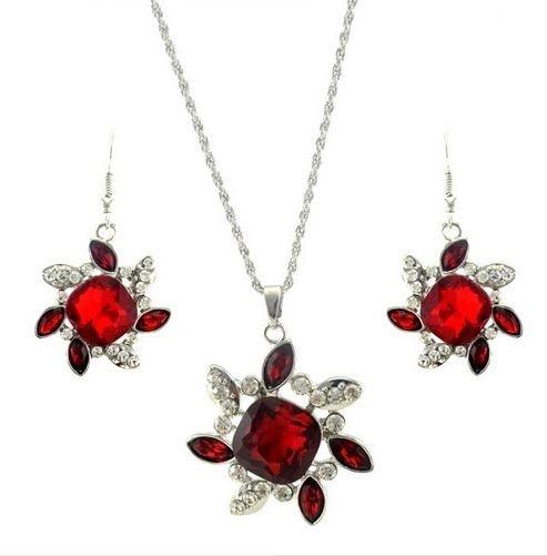 set de bijuterii cu cristale rosii de black friday http://www.bijuteriifrumoase.ro/cumpara/bijuterii-nunta-cu-floricele-1591