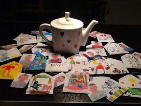 Cadeau voor juf met pensioen. Versierde theepot en van iedere leerling een andere thee met foto bv wandel-thee, lees-thee, oppas-thee...