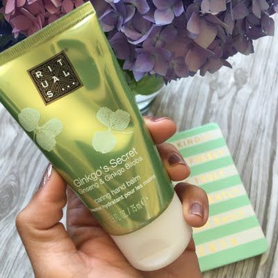 Shahla shows her hands some love using her gifted #MyRituals Gingko's Secret Hand Balm. Click through to experience the feeling of luxuriously soft hands.