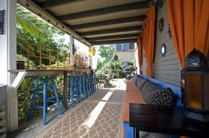 Садовые домики с верандой, фото. Красивые пристройки веранды к садовому домику, проект.