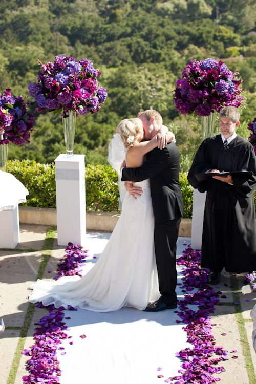 California estate wedding with elegant purple color palette, photos by Stephanie Hogue Photography | junebugweddings.com