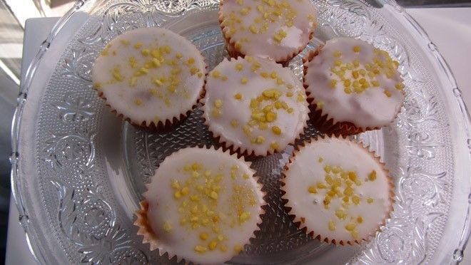 Sinaasappelsapcupcakes - (in Dutch, saw on TV show) - uses white rice flour and almond meal