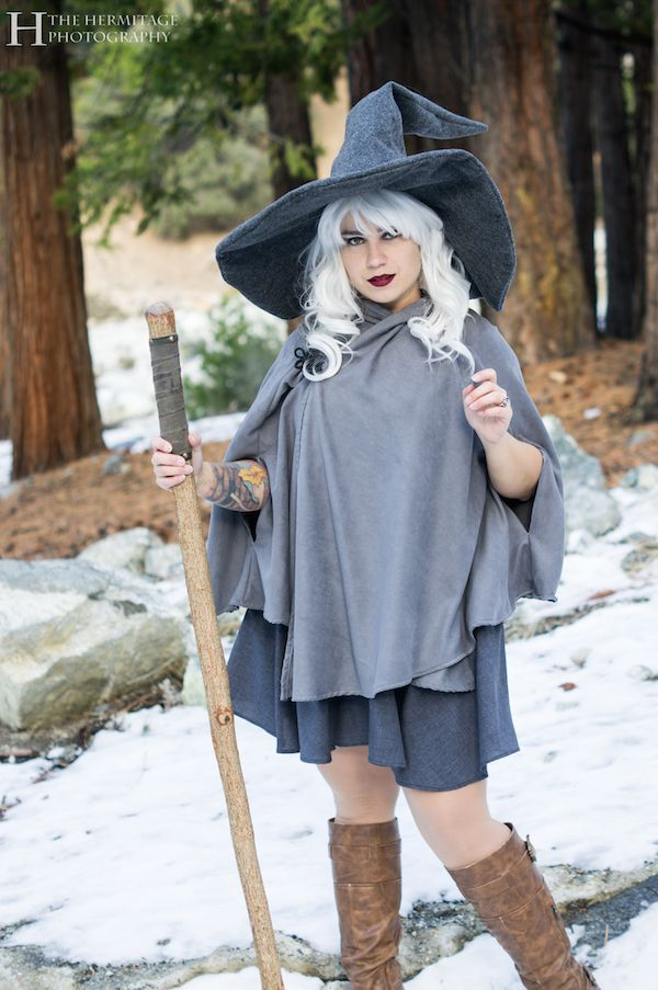 This Gender Bent Gandalf Cosplay Is A Cute Take On A Familiar Character (See photoshoot)
